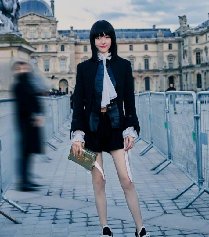 看完唐嫣的腿,终于知道罗晋为什么喜欢她了,网友:腿要上天了