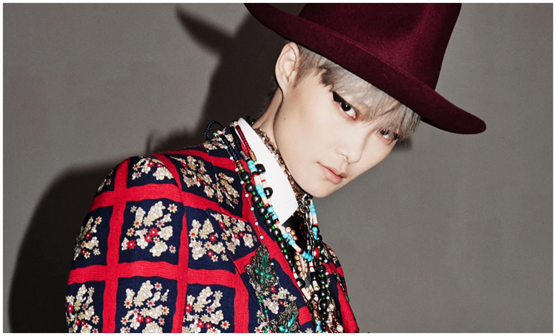 李宇春也太敢穿了!身穿大红小西装头戴女巫帽攻气十足玩百变玩酷