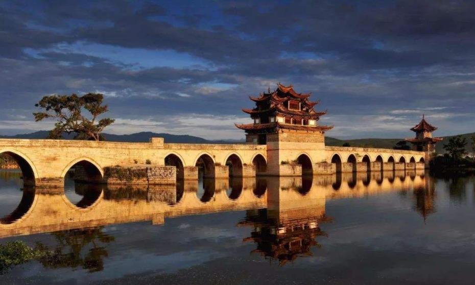 去云南旅游,古镇不是只有大理丽江,这个古城值得一去!