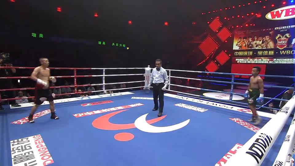 中非对抗战:菲律宾选手一顿操作猛如虎,结果全打在对方拳套上!