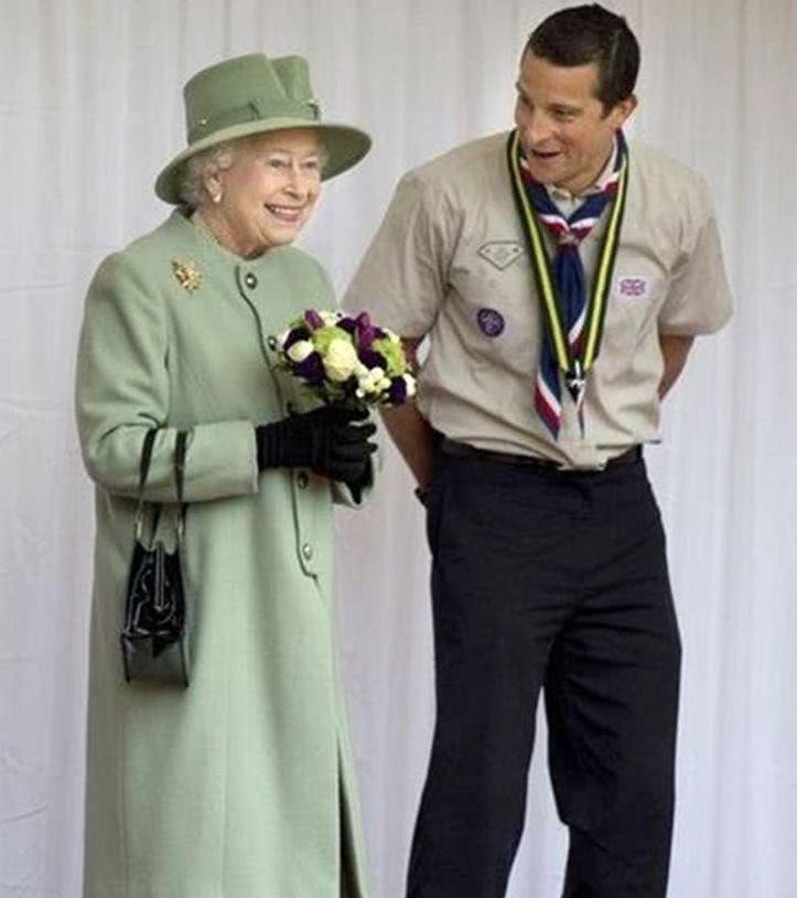 """英国女王和明星合影,贝克汉姆最绅士,只有Lady Gaga最""""奇葩"""""""