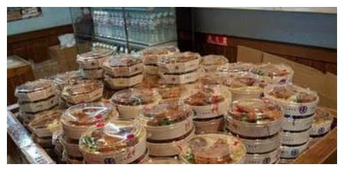 台湾高铁盒饭居然只要20块钱,相比内地的火车盒饭,让人很扎心