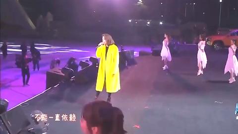 2019四川跨年容祖儿献唱《挥着翅膀的女孩》又有新的感觉