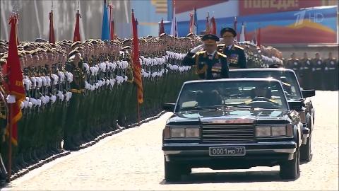 你知道俄罗斯国防部长是如何检阅军队的吗?