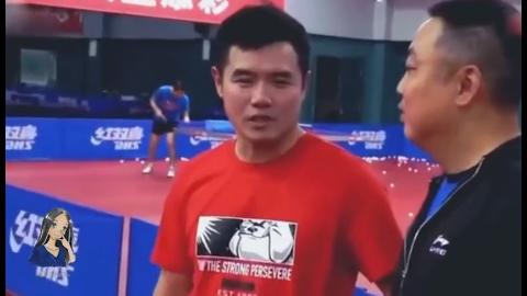 刘国梁的魔幻式发球得分 老外一直接不住直接摔拍不打了