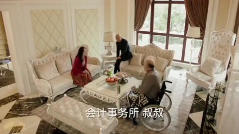 富豪趁儿子没有在家,私自带小女友见家长,不料儿子手机全程看到