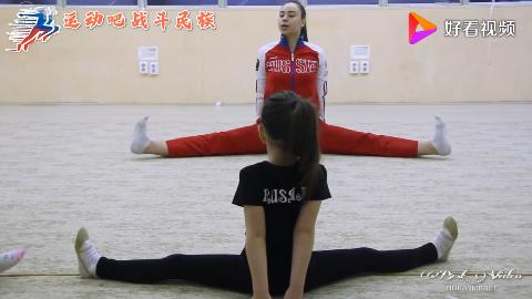 双下巴太抢眼俄罗斯5岁小胖妞学艺术体操一直笑场