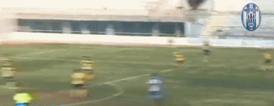 球场上复现足球小将经典招式双人倒挂金钩,简直大空翼附体看呆了