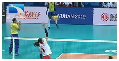 厉害了!军运会中国女排再胜一局,3:0击败卫冕冠军巴西队