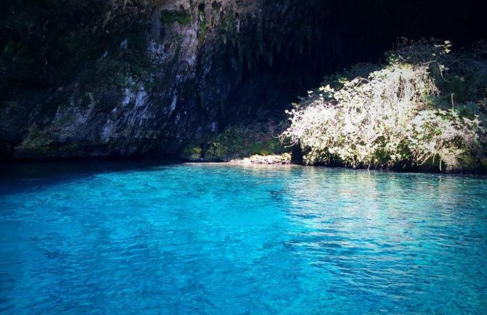 """世界上最美泳池,被称为""""天空之眼大地之睛"""",却是因为地震形成"""