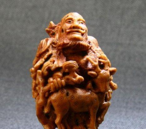 欣赏家乡人的罗汉核桃雕刻艺术,生动形象,以小见大,值得一看