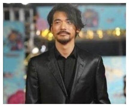 """众男星胡子大比拼,邓超变""""犀利哥"""",胡歌成了""""流浪汉"""""""