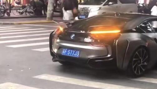 南通街头实拍小众跑车——宝马i8,气势不输超跑!
