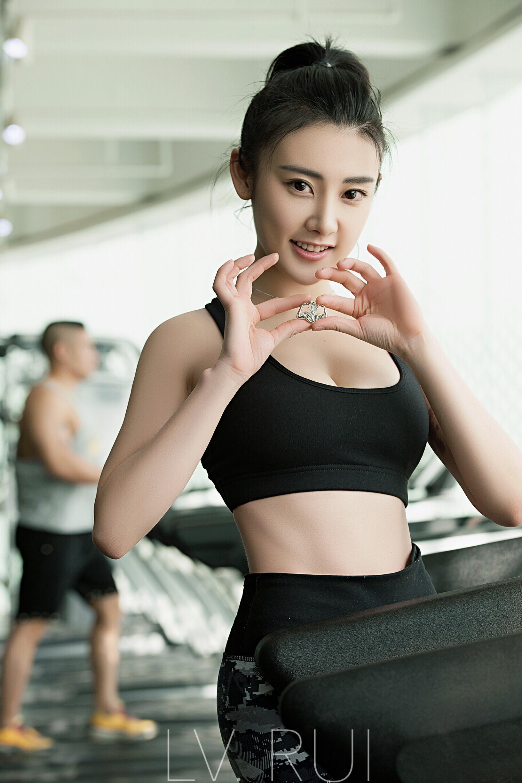 美女图片健身房内火辣v美女照曝光美女胸的巨艺人的图片
