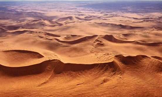 纳米比亚,路虎带您穿越非洲冒险之旅。带您体验本土风情