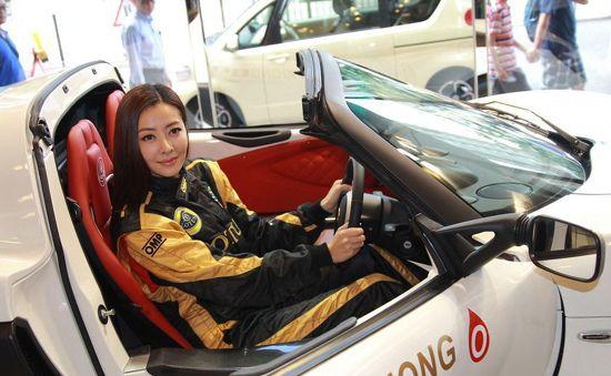 """娱乐圈不为人知的女赛车手,车技好颜值高,而她是""""女版舒马赫"""""""