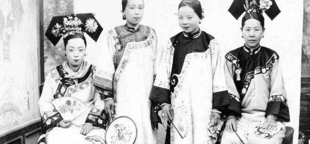 清朝亡国后,为什么许多满族人都改成了汉姓?