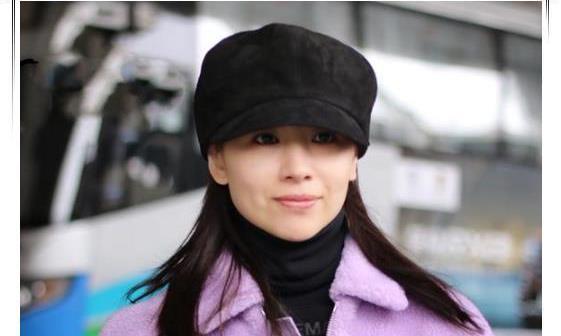 董洁扮嫩超大胆,八角帽配毛绒外套,38岁老阿姨美成18岁少女