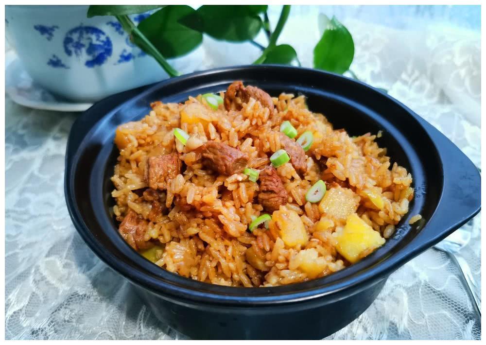 教你一道懒人美食,把肉和大米放进电饭煲,打开锅盖喷香扑鼻