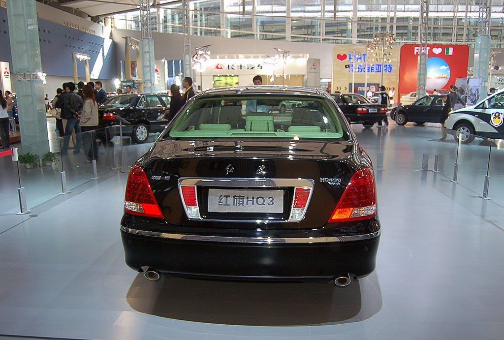 红旗是众多车品牌中的佼佼者,简约和大气兼备