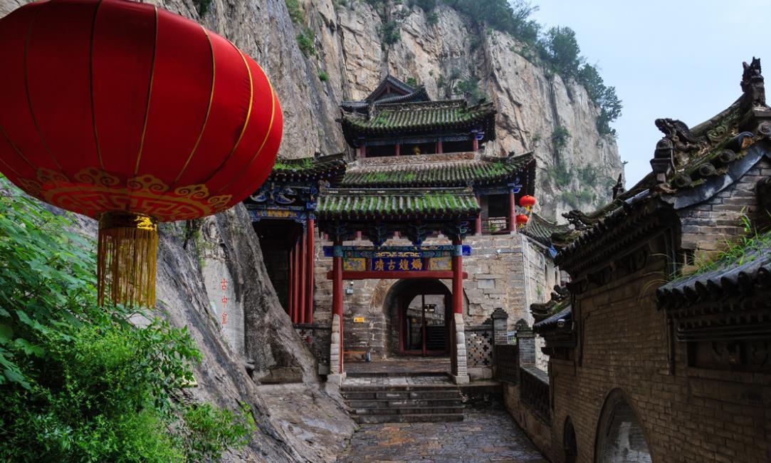 """中国会""""动""""的古建筑,绝壁悬空上百年,靠9条铁链维持平衡!"""