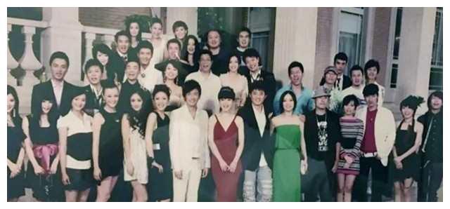 华谊十年前珍贵合影曝光,王宝强笑脸抢镜,王凯、李晨超青涩!