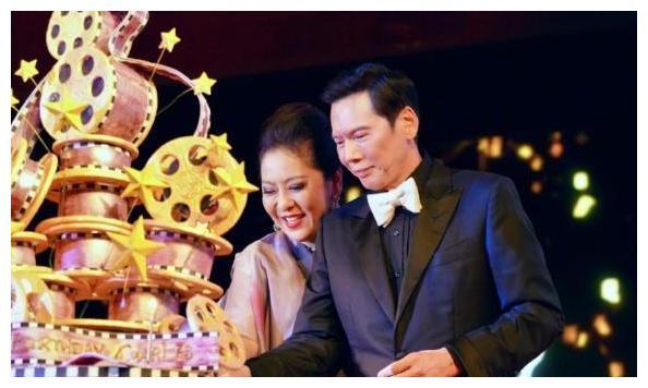 刘德华开完演唱会立即赶去贺寿,向华强七十岁大寿犹如颁奖礼。