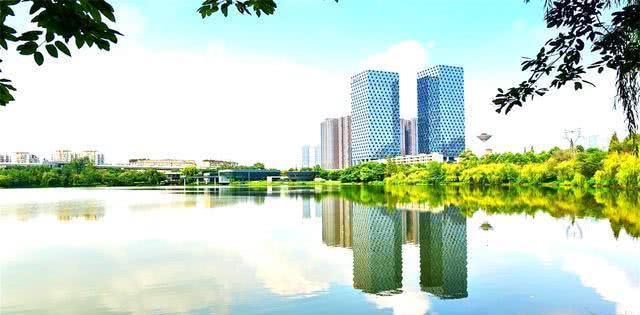 """四川""""最富有""""县城,人均GDP9万多与成都持平,不是西昌简阳"""