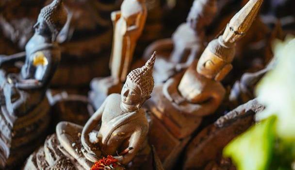 神奇的老挝,物质生活奇缺,人人宗教信仰却高涨