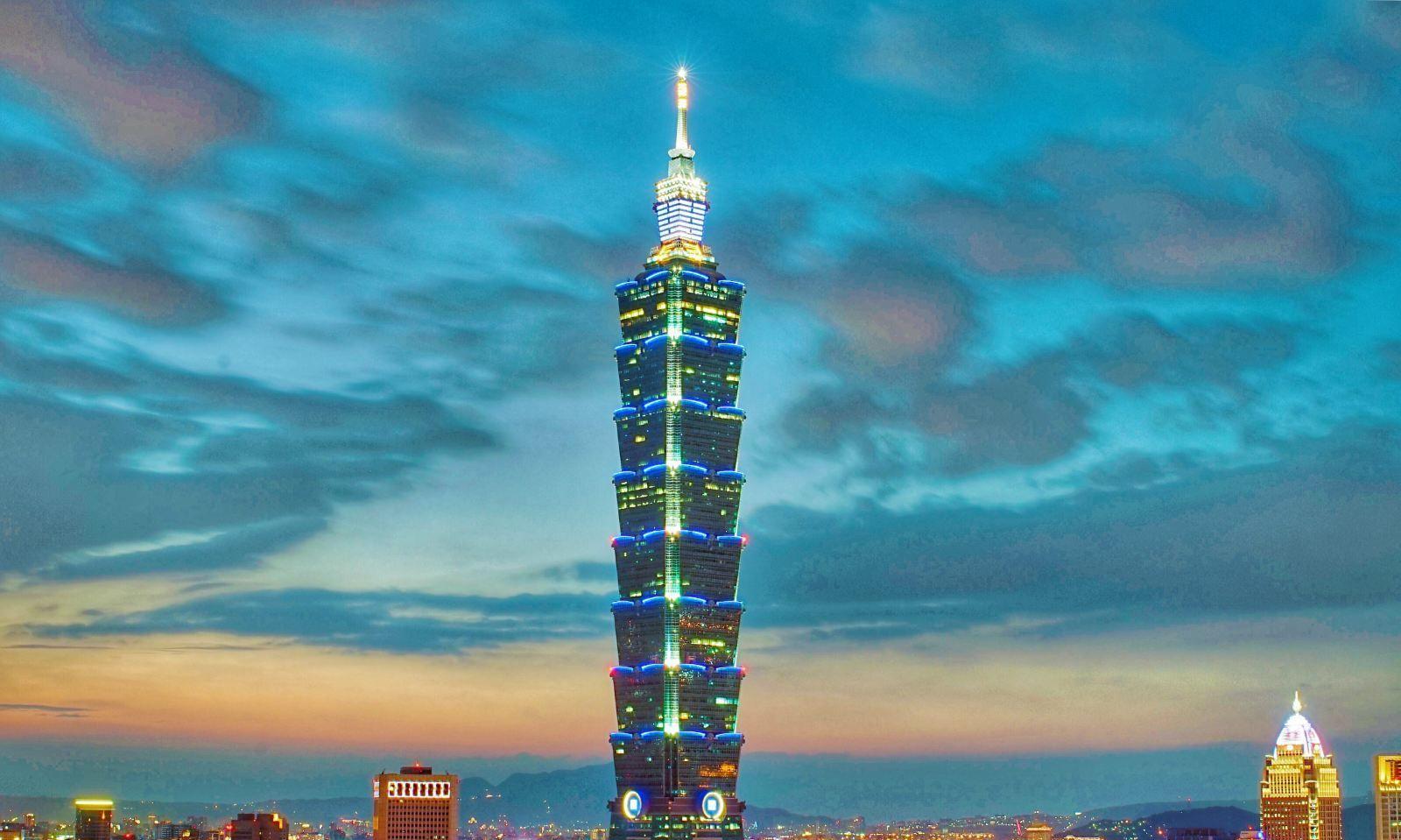台北101大楼集办公观景台和购物中心于一体,是台北的标志性建筑