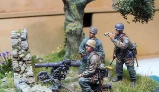 1941年克里特岛战役中,一个德国伞兵40型75毫米轻型火炮炮组
