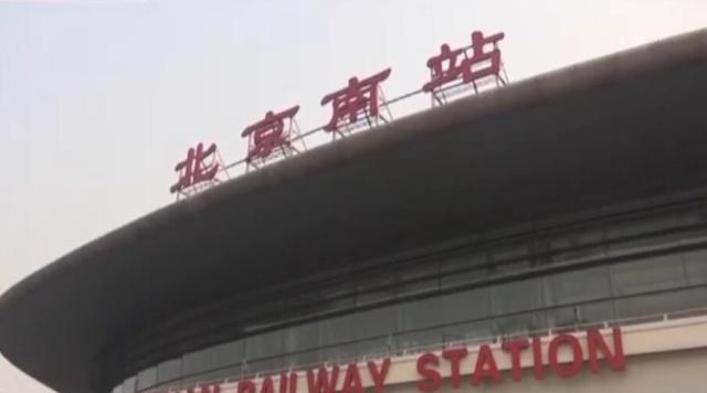 宝妈带娃撒泼大闹北京南站!因为一罐喷雾被拘留7天!