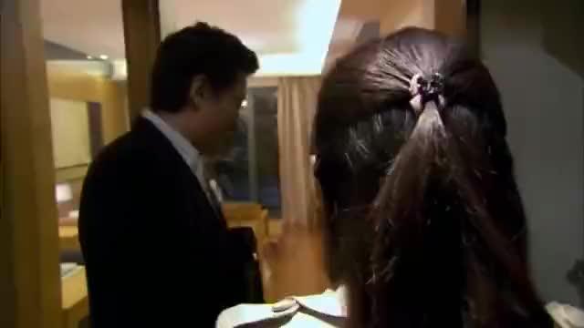 爱情剧:富二代追到姑娘,直接送她套豪宅,姑娘却想起前男友!