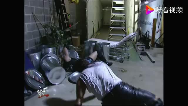 WWE传奇人物大秀哥提着两个小崽子吊着打却败在算计之下