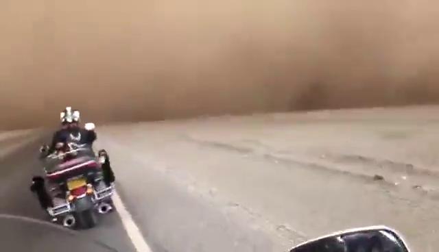 哈雷骑士遇见沙尘暴,身临其境大片来袭!