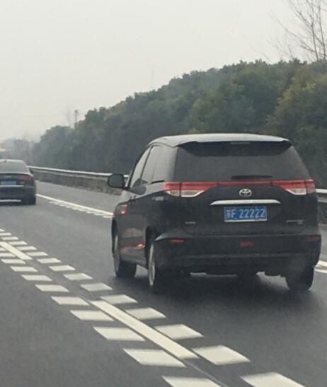 """南通海安市偶遇""""苏F22222"""",这部丰田普瑞维亚不简单!"""