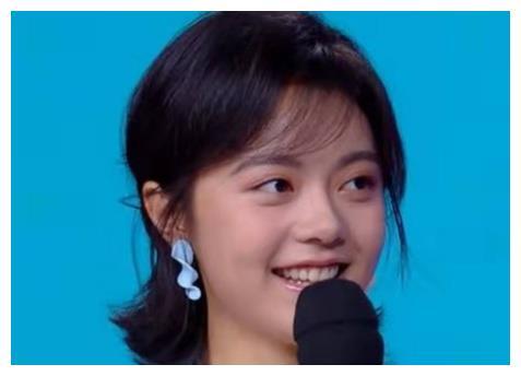 难怪赵今麦一直是短发,当她梳了王俊凯同款大背头,才知什么叫酷图片