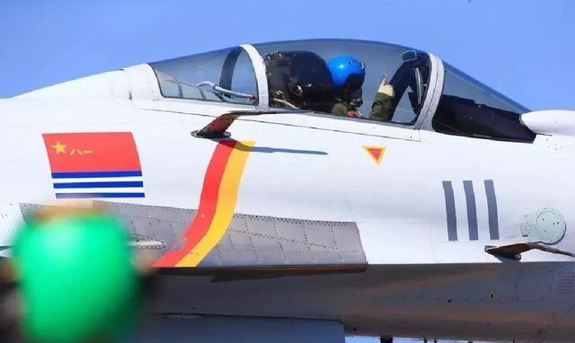 """歼15舰载机""""大象漫步""""展示实力,新技战术助其达到世界级战力"""