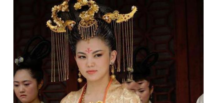 此女一出生就沦为女婢,被毁容后更加娇艳,41岁成皇帝宠妃