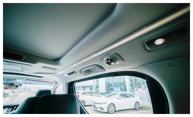实拍丰田威尔法2.5L HV豪华版:贵宾移动头等舱