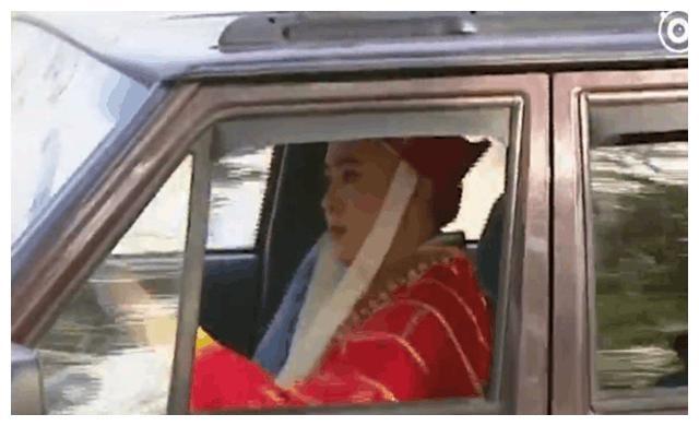 《西游记》幕后感人:片场开车的唐僧,被吊在半空的六小龄童