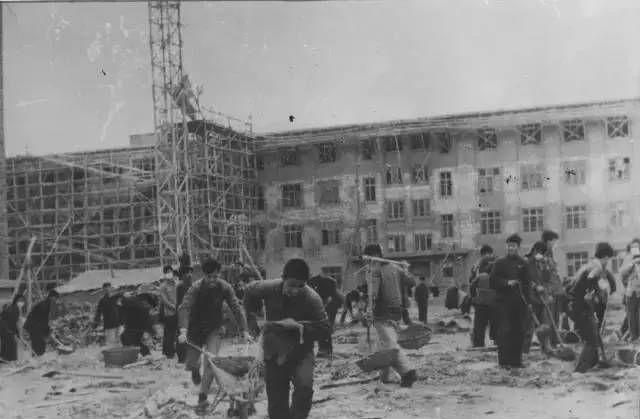 图说石大,中国石油大学六十年间的风雨