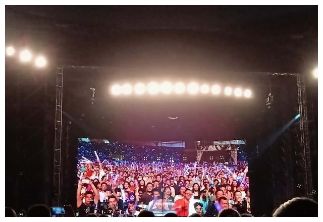 25000人去看杨千嬅湛江演唱会