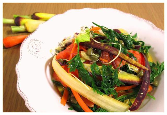 天热没胃口,这道凉拌菜多做给家人吃,增强免疫力,营养不上火
