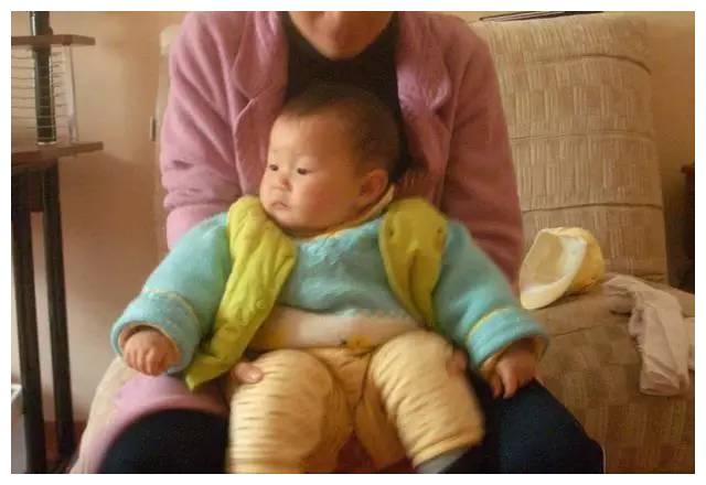 1 岁宝宝大便脱肛,医生说出原因后,儿媳和婆婆彻底闹翻了