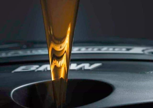 汽车更换机油一定要注意这些细节,否则容易损坏发动机,要注意!