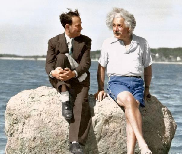 珍贵历史老照片:从太空回来的猩猩,卓别林和爱因斯坦的合影