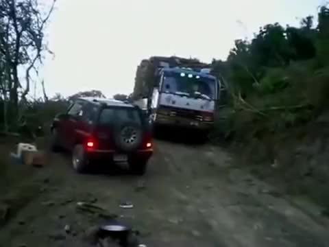 敢走这种路的司机一天给开1万工资都不高