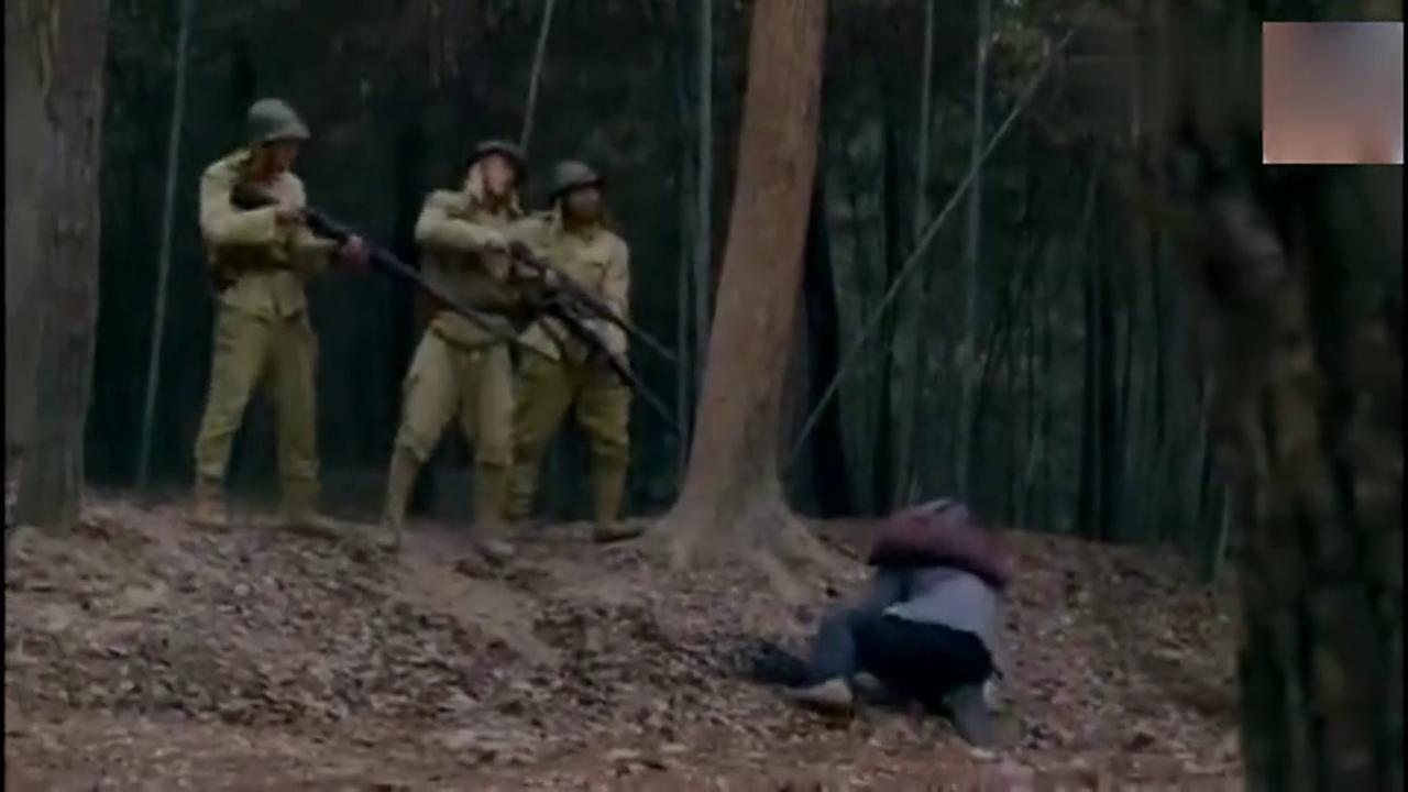 日本鬼子抓住无辜的百姓想要杀死,半路杀出个绝顶高手杀死鬼子