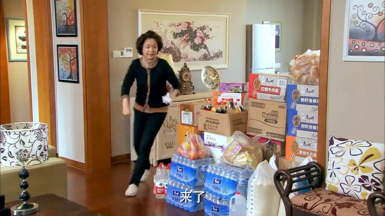 邻居也疯狂:贾玲换上大红衣服,到情敌家示威,一番操作看呆了!